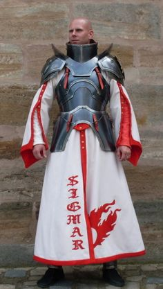 Great way to do a mage or priest in armor. Ah, Dran, could we perhaps put Wilais into something like this? Mages need protection too. Larp Armor, Cosplay Armor, Knight Armor, Medieval Armor, Medieval Fantasy, Cosplay Costumes, Paladin, Grandeur Nature, Costume Armour