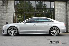 Lowered Audi S8 with 22in Vossen VFS1 Wheels