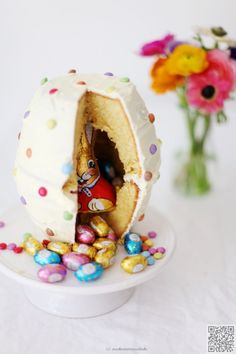 12. #Easter Egg Surprise - Oh Wow! Wait 'Til You See the #Surprise inside #These Cakes ... → Food #Dotty
