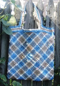 I must learn how to weave plarn.  Cochet is fun, but this look is awesome!