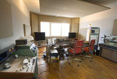 Mastering Studio love this style Home Studio Setup, Loft Studio, Studio Gear, Studio Spaces, Audio Studio, Recording Studio Home, Sound Studio, Reclaimed Wood Furniture, Music Studios