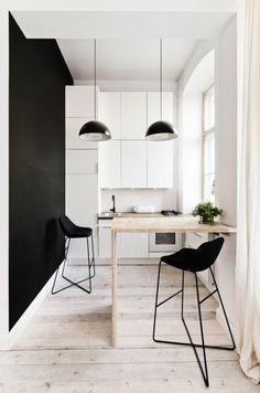 tabourets de bar pout une cuisine petite avec table en bois haute