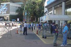 Luxemburgo fecha treino do Grêmio em preparação para o Gre-Nal http://zerohora.clicrbs.com.br/rs/esportes/gremio/noticia/2012/11/misterio-luxemburgo-fecha-treino-do-gremio-em-preparacao-para-o-gre-nal-3965285.html