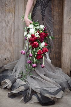 Romantic bridal bouquet ⎟Andy Barnhart Photography ⎟ see more on: http://burnettsboards.com/2015/10/black-swan-wedding/