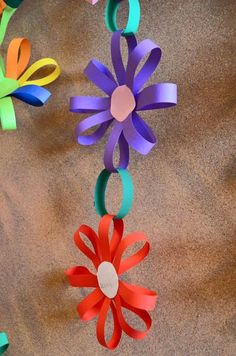 Spring Crafts For Kids With Construction Paper Kids Crafts, Summer Crafts, Toddler Crafts, Preschool Crafts, Easter Crafts, Diy And Crafts, Arts And Crafts, Daycare Crafts, Wood Crafts