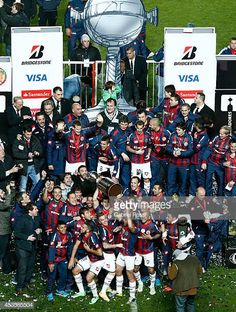 Players of San Lorenzo celebrate winning the Copa Bridgestone Libertadores after the second leg final match between San Lorenzo and Nacional as part of Copa Bridgestone Libertadores 2014 at Pedro Bidegain Stadium on August 2014 in Buenos Aires, Argentina. August 13, Baseball Cards, Celebrities, Pictures, Football, Breakfast Nook, Saints, South America, Frases