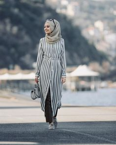 Lately, hijab fashion has spread all over the world. Some women wear hijab of diff. Islamic Fashion, Muslim Fashion, Hijab Dress, Hijab Outfit, Abaya Fashion, Fashion Outfits, Modest Fashion, Modele Hijab, Mode Abaya