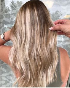 The best balayage trends 2018 and 2019 The best hair trends for . - The best balayage trends in 2018 and 2019 The best hair trends for balayage hair. Blonde Hair Looks, Brown Blonde Hair, Sandy Blonde Hair, Beach Blonde Hair, Blonde Honey, Dark Blonde Hair Color, Medium Blonde, Beach Hair, Ombre Hair Color