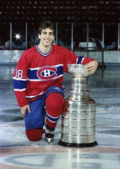 Chris Chelios   Montreal Canadiens   Stanley Cup   NHL   Hockey Boston Bruins Hockey, Blackhawks Hockey, Hockey Teams, Hockey Stuff, Chicago Blackhawks, Montreal Canadiens, Mtl Canadiens, Chris Chelios, Patrick Kane Hockey