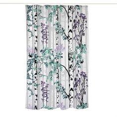 Det underbara Luontopolku duschdraperi från finska Vallila Interior har en modern design med grönskande björkträd i ljusa nyanser. Duschdraperiet är tillverkat i mjuk polyester som är helt och hållet vattenavstötande, det är även enkelt att rengöra. Draperiet är en riktig blickfångare som piggar upp vilket badrum som helst!