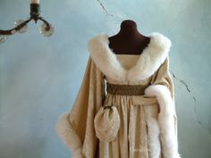 Middle Ages - Houppelande in cream-colored brocade - Atelier Gandiva Medieval Dress, Medieval Clothing, Historical Women, Historical Clothing, Larp, Renaissance Fair, Historical Costume, Middle Ages, Character Inspiration