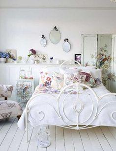30 hermosos dormitorios vintage con el metal como protagonista.