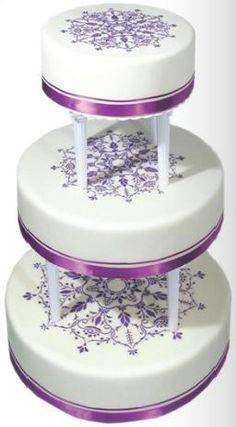 Simple stenciled wedding cake