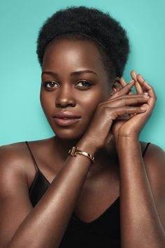 Tiffany's iconic designs are a celebration of the women who wear them. In Tiffany T, Lupita Nyong'o is an empowered woman whose Tiffany T square bracelet in 18k gold is an expression of her confidence.