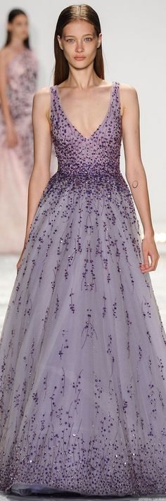 NYFW Monique L'huillier Spring 2015 RTW jaglady - It's such a beautiful dress, so why does the model look so sad? Monique Lhuillier, Dress For You, Dress Up, Dress Prom, Bridesmaid Dress, Dress Long, Prom Dresses, Beautiful Gowns, Beautiful Outfits