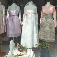 다함한복 쇼룸 3월 예약은 마감되었답니다 ✨ 4월에 만나요 #다함한복#쇼룸#예약운영#자체제작#웨딩한복#생활한복#한복#한복디자이너#디자이너브랜드#hanbok#korea#shop Korean Traditional Dress, Traditional Fashion, Traditional Dresses, Korean Dress, Korean Outfits, Korean Clothes, Modern Hanbok, Funky Outfits, Asian Fashion