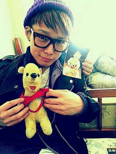 Bobby (IKON) was obsessed with Pooh growing up. This is the stuffed Pooh he slept with as a kid. Kim Jinhwan, Chanwoo Ikon, Hanbin, Heechul Super Junior, K Pop, Bobby, Ikon Member, Ikon Debut, Double B