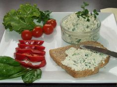 Zöldfűszeres túrókrém Hungarian Recipes, Hungarian Food, Vegetarian Recipes, Sandwiches, Eat, Breakfast, Drinks, Morning Coffee, Drinking