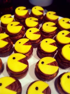 Pacman 80's themed cupcakes!