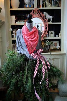 Christmas mannequin! via lifeingrace