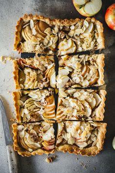 Apple Tart Recipe, Sweet Bakery, Almond Recipes, Spanakopita, Cheesesteak, Quick Easy Meals, Yummy Treats, Cake Recipes, Sweet Tooth