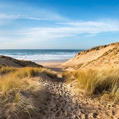 Description: Enjoy the benefits of a relaxing break by the sea with a one, two or three night stay in a single, double or twin room in Cornwall including breakfast and a welcome drink upon arrival! With the South West Coast Path running past your charming hotel's doorstep, and stunning beaches, dramatic coastlines and a …