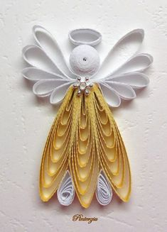By Pinterzu - Quilling Paper Crafts Arte Quilling, Paper Quilling Patterns, Origami And Quilling, Quilled Paper Art, Quilling Paper Craft, Quilling Christmas, Christmas Crafts, Christmas Ornaments, Christmas Poinsettia