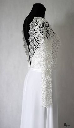 Svadobné šaty s dlhým krajkovým rukávom a holým chrbátom