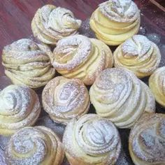 Hungarian Desserts, Hungarian Recipes, Cruffin Recipe, Fun Desserts, Dessert Recipes, Croatian Recipes, Winter Food, Brownie Recipes, Confectionery
