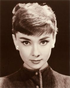 """Audrey Hepburn - """"For beautiful eyes, look for the good in others. For beautiful lips, speak only words of kindness and, for poise, walk with the knowledge that you are never alone."""""""