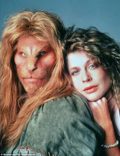 Beauty & the Beast GRS SAYS: Linda Hamilton also part of another love story that moved me. The modern day take on this wonderful tale was also wonderful. I loved Linda and Ron Perlman and totally believed in their relationship Ron Perlman, 1980s Tv Shows, Old Tv Shows, Mejores Series Tv, Vincent And Catherine, Bon Film, Felix The Cats, The Cw, Classic Tv