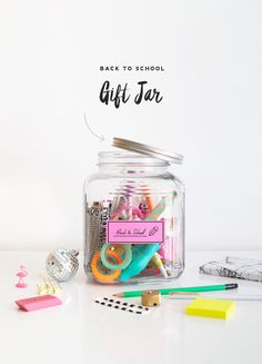 Back to School Gift Jar DIY! need to do this for amira! Diy Gifts In A Jar, Jar Gifts, Homemade Gifts, Craft Gifts, Gift Jars, Mason Jar Crafts, Mason Jar Diy, Crafts To Make, Gift Ideas