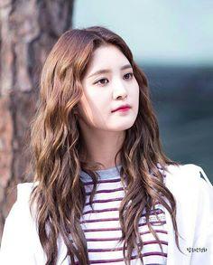 Junghwa Kpop Girl Groups, Kpop Girls, Exid Junghwa, Pop Photos, Hani, Long Hair Styles, Angels, Beauty, Beleza