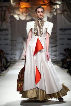He showcases a royal mix of ivory and embellishments Stylish Dresses, Casual Dresses, Fashion Dresses, Samant Chauhan, India Fashion Week, Off White Dresses, Vegan Fashion, Spring Summer 2016, Cosmopolitan