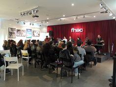 """Na segunda-feira, dia 14, a Fnac Porto Alegre apresenta mais uma edição do projeto """"Sarau dos Artistas. O pocket show de artistas regionais acontece a partir das 19h. A entrada é Catraca Livre."""