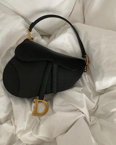 Luxury Purses, Luxury Bags, Look Fashion, Fashion Bags, Cristian Dior, Sacs Design, Accessoires Iphone, Vetement Fashion, Mode Streetwear