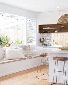 beach house look interior design Beach House Kitchens, Home Kitchens, Coastal Kitchens, Coastal Homes, Tropical Beach Houses, White Beach Houses, Estilo Tropical, Surf House, Interior Minimalista