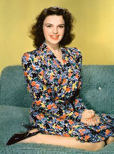 From the time she was signed with MGM at age Judy Garland was chewed up by the Hollywood machine. The upcoming biopic will show what it did to her. Judy Garland, Golden Age Of Hollywood, Vintage Hollywood, Hollywood Glamour, Classic Hollywood, Hollywood Icons, Hollywood Stars, Hollywood Divas, Wizard Of Oz