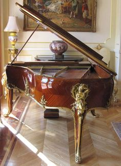 Great Style in this piano!!   http://adjustablepianobench.net