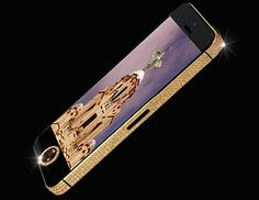 Liverpool-based designer Stuart Hughes has built an iPhone 5 from solid gold and a large flawless black diamond, making it the world's most expensive smartphone. Iphone 5s, Iphone Cases, Apple Iphone, Bling Bling, Mobiles, Smartphone, Most Expensive, Expensive Taste, Mobile Covers