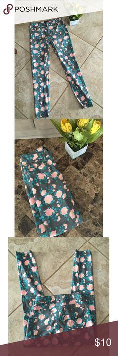 Forever 21 Floral Pants, Size 27 🌷 Forever 21 Floral Pants, size 27. Worn once in great condition. Has some stretch to them. Gray, pink and blue floral colors. Price firm $10 🌷 Forever 21 Pants Ankle & Cropped