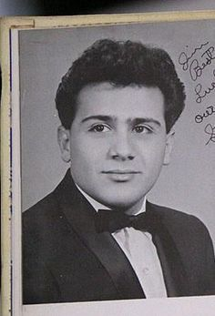Danny DeVito (here at age 19) (November 17, 1944) American actor, o.a. known from the movies 'One flew over the cuckoo's nest', 'Batman returns' and 'Mathilda'.