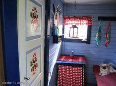 Bright coloured summer cottage / Pirteillä väreillä maalattu kesämökki