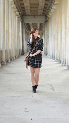 fashionblog, blusenkleid, schwarz-weiss, kariert, hm, boots, dorethy perkens, herbstoutfit, braune umhaengetasche, fransen, falloutfit, falllook, dress, checked
