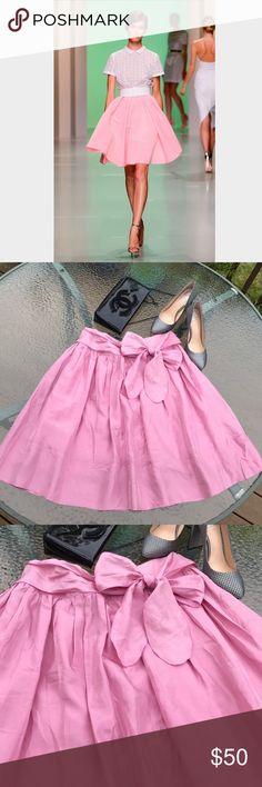 Tara Jarmon silk skirt Gorgeous silk skirt ,New, tiny spot near zipper, as you can see on the picture Tara Jarmon Skirts Midi