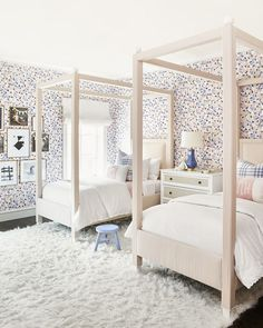 42 Fascinating Shared Kids Room Design Ideas - Planning a kid's bedroom design can be a lot of fun. It can also be a daunting task as you tackle the issue of storage and making things easy to clean. Room, Room Design, Shared Girls Room, Modern Kids Bedroom, Bedroom Design, Kids Bedroom Designs, Childrens Bedroom Wallpaper, Modern Bedroom, Kid Room Decor