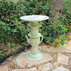 Tea Pot Bird Bath Garden Art Made from Thrifted Items – Page 2 of 2 – Morena's Corner - DIY Gartendekor Dollar speichert Bird Bath Garden, Diy Bird Bath, Glass Garden, Glass Bird Bath, Garden Crafts, Diy Garden Decor, Garden Projects, Art Projects, Garden Whimsy