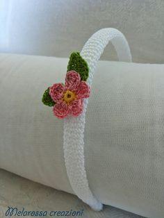 Cerchietto gioiello bianco con fiore rosa di MelarossaCreazioni