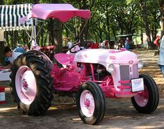 Forget Little Red Corvette...I'm getting a Pink Tractor.   Ford model 8N or 9N, not too sure which this is.  Sure looks different than the original colors.