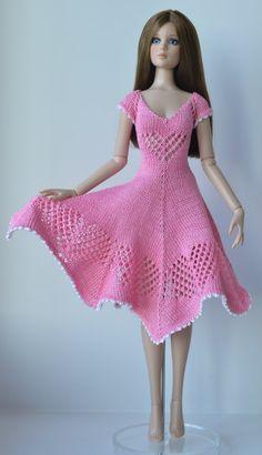 Free Knitting Patterns For Women, Barbie Knitting Patterns, Barbie Patterns, Doll Clothes Patterns, Clothing Patterns, Crochet Barbie Clothes, Girl Doll Clothes, Knitted Dolls, Barbie Dress